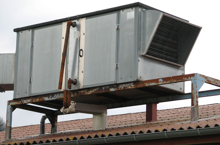 Wymiennik ciepła wraz z wentylatorem zewnętrznym