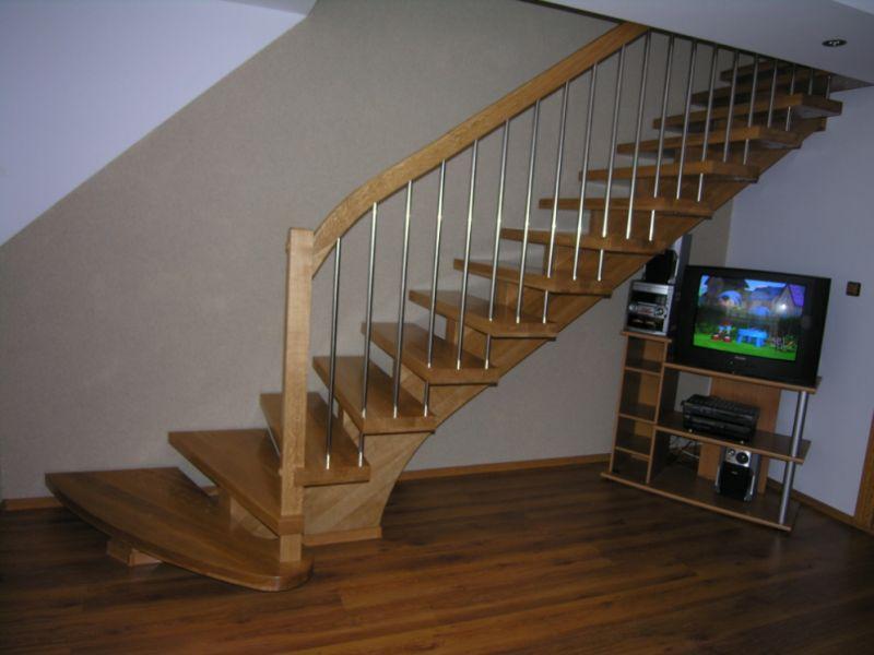 Producent  schodów na konstrukcji drewnianej