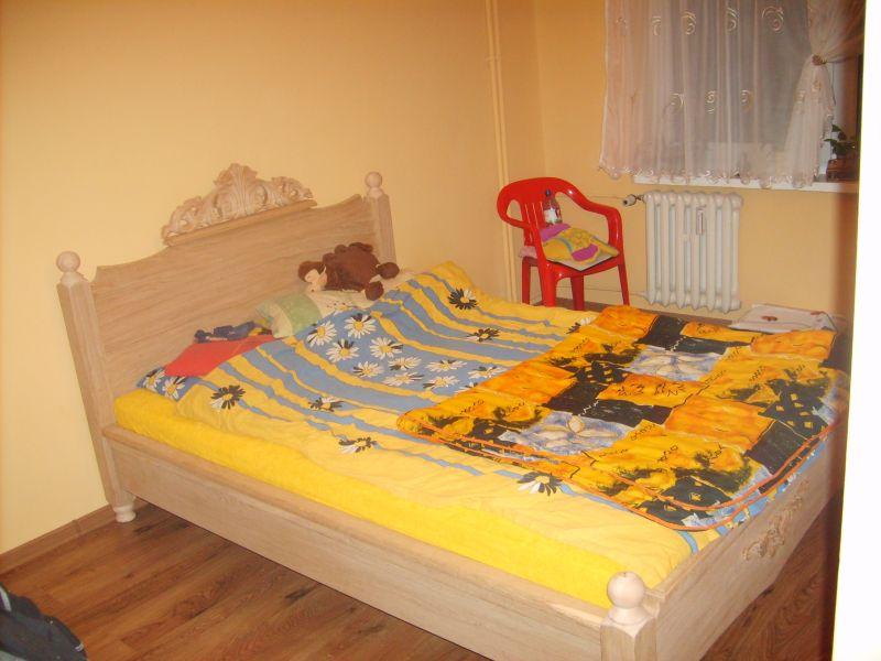 Producent łóżek  z motywem rzezbionym