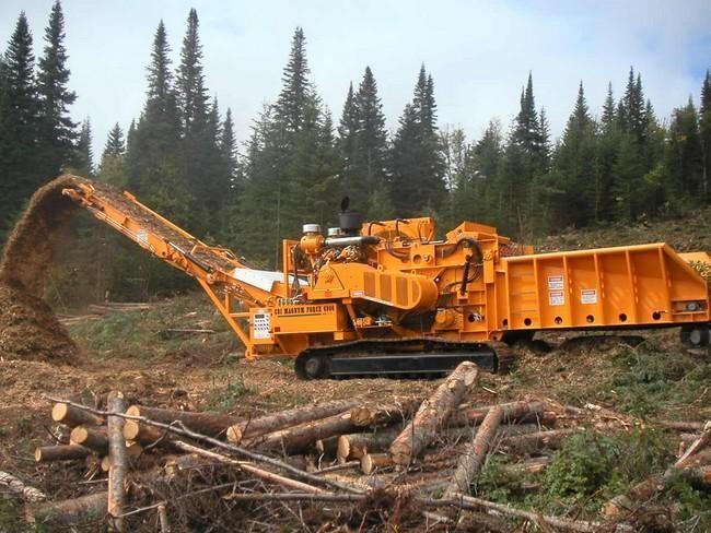 Ogromny rozdrabniacz do drewna