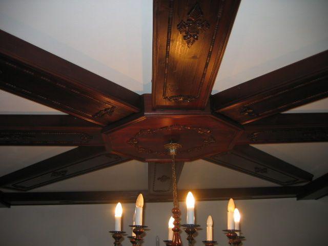 Elementy zabudowy wnętrz z drewna