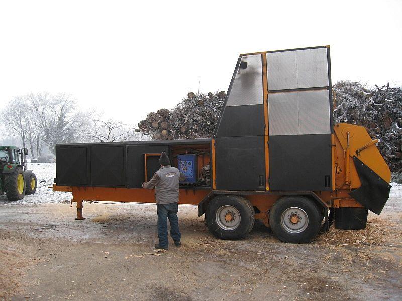 Recykler do rozdrabniania odpadów drzewnych na biomasę