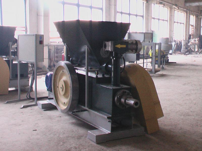 Linie do produkcji brykietu ze słomy, siana, trociny oraz innych surowców.