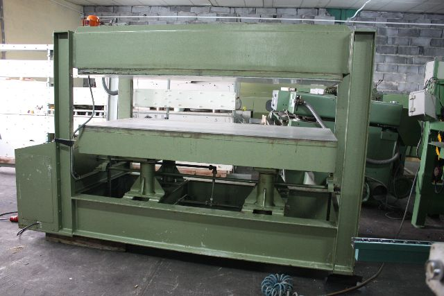 Prasa do forniru BUTFERING 2200/1100 MM