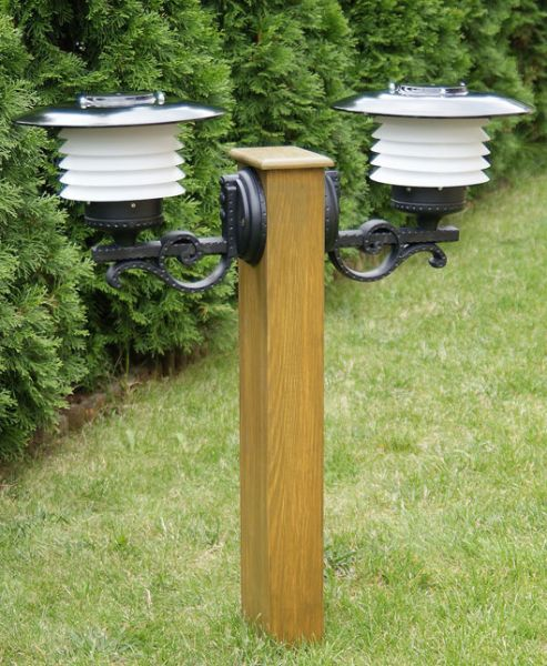 Drewniana lampa ogrodowa