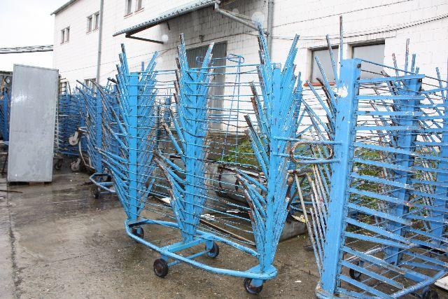 Stojaki do transportu lakierowanych elementów