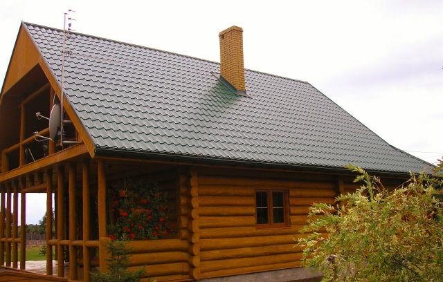 Dom z bali na leśnej polanie