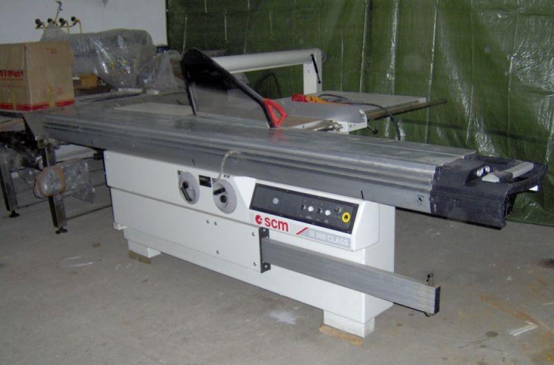 Urządzenia stolarskie Frezarka dolnowrzecio, pilarka tarczowa, wirtarka wielowrzecionowa, 2 x odciąg
