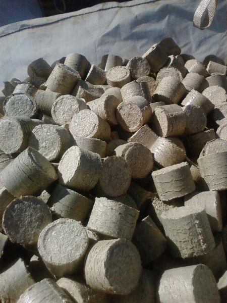 Brykiet walec bukowo-dębowy - 350 zł. netto tona