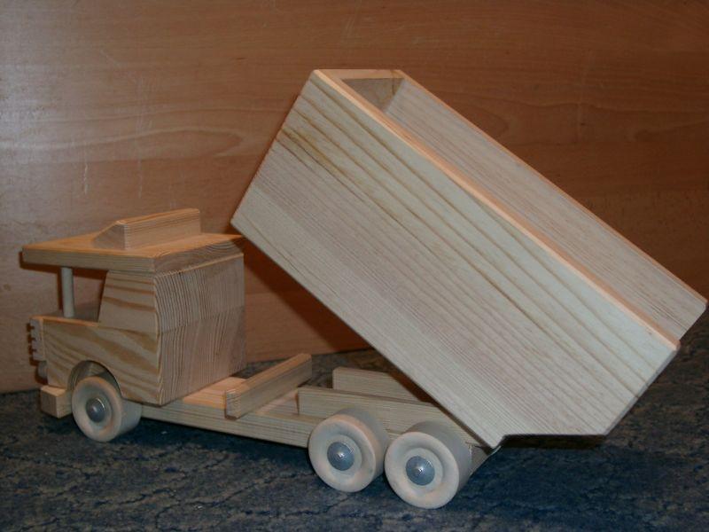 Produkkcja zabawek drewnianych.