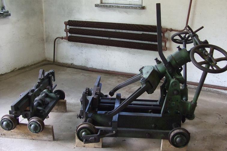 Wózek podawczy do traka pionowego