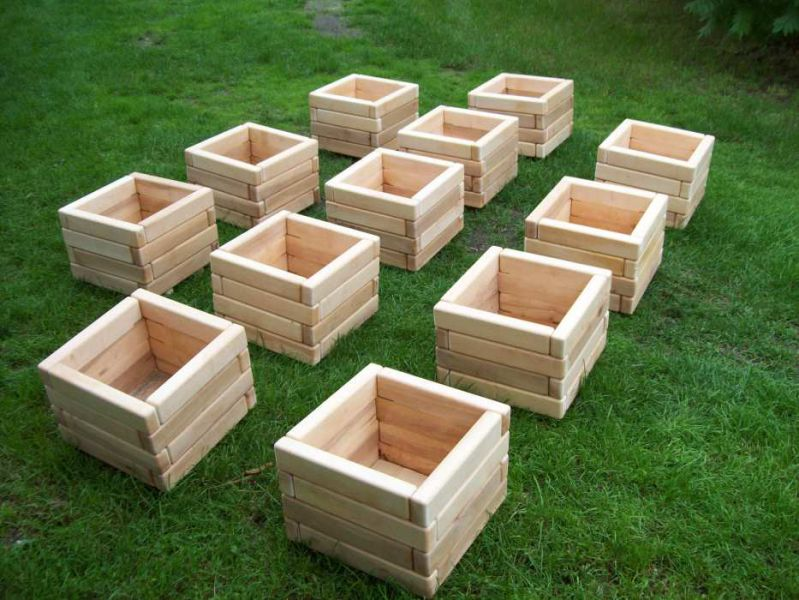 sprzedam doniczki drewniane. atrakcyjna cena