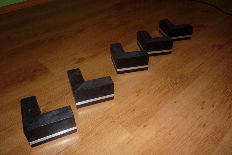 Nóżki z wstawką aluminiową do mebli