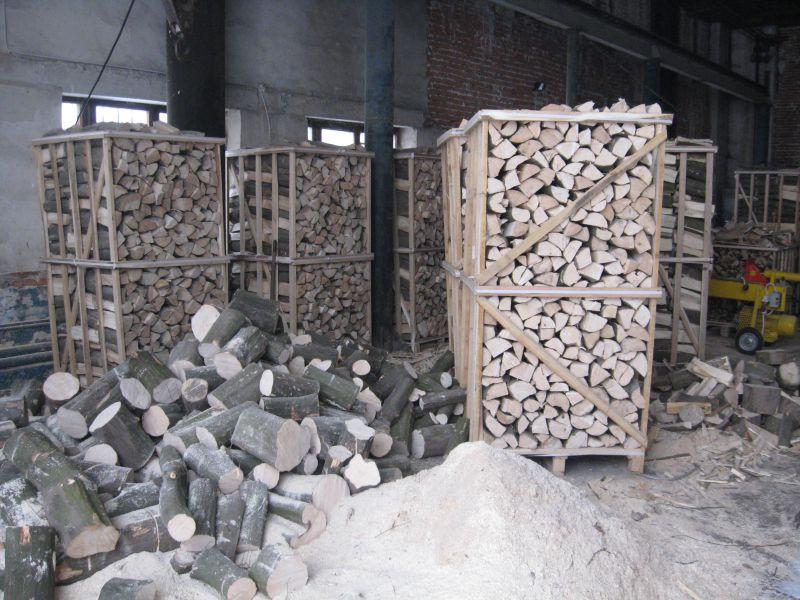 Drewno kominkowe lupane w skrzyniopaletah z Ukrainy