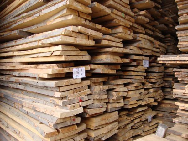 Tarcica  stolarska  sucha  10 %  z  wyprzedaży  zakładu .