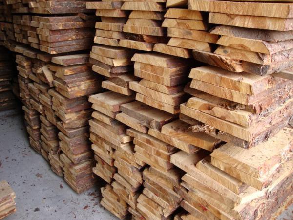 Tarcica  stolarska  sucha  10 %  z  wyprzedaży  zakładu Sosna
