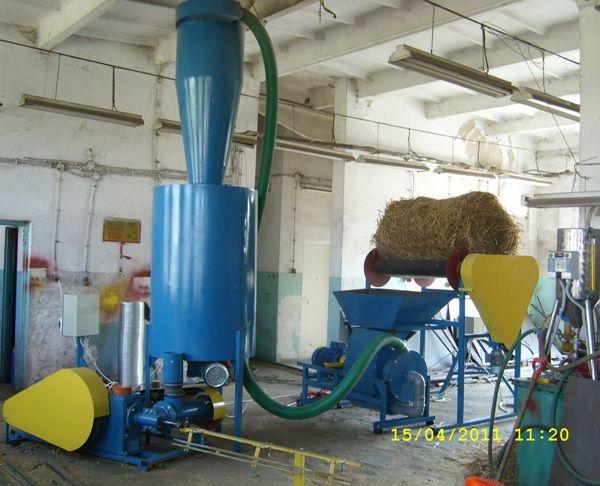 BRYKIECIARKA TŁOKOWA 400 kg/h - linia