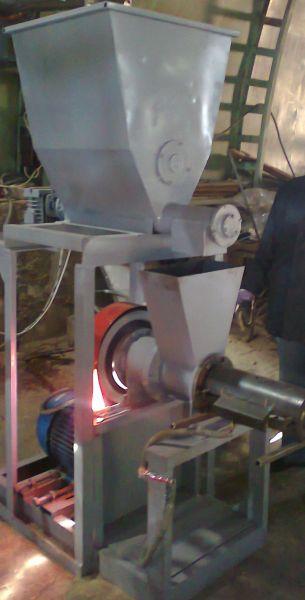 Brykiecarki slimakowe (brykiet typu pini+kay) 250 kg/h.