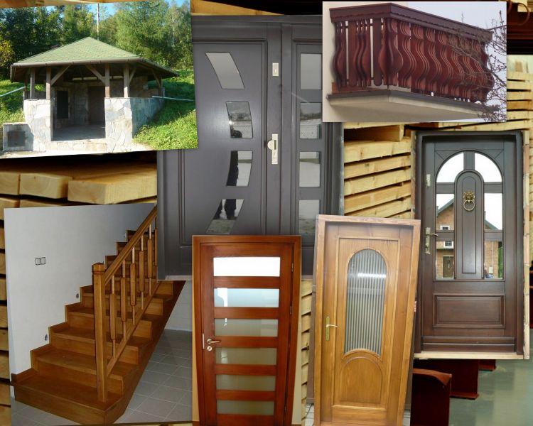 drewno naturalne drzwi schody