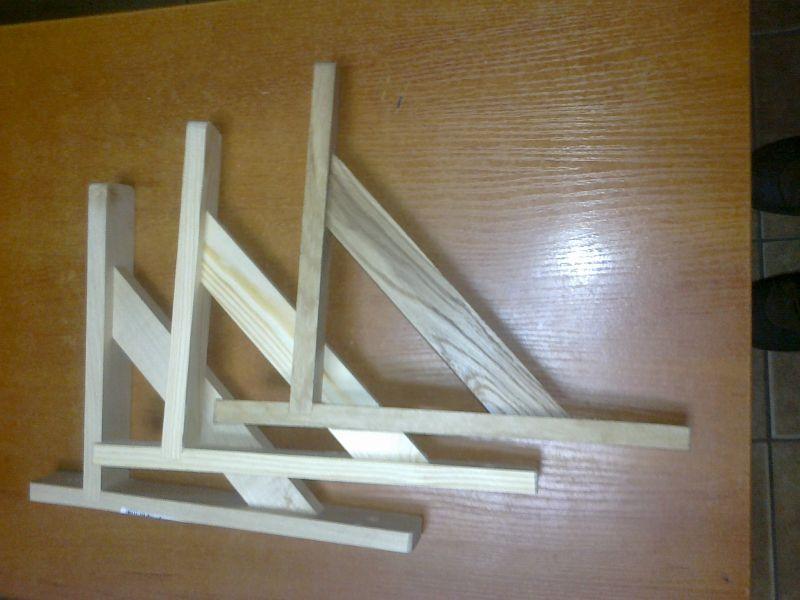 Wsporniki półek z drewna