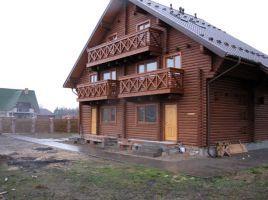 Drewniane domy z bali, brykiet z dabowej trociny i lamele debowe.