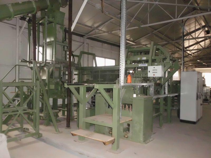 1)Linia technologiczna do produkcji wsporników do palet z trocin i drewna rozdrobnionego.