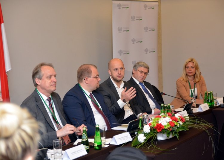 Podczas polsko-białoruskich rozmów podjęto temat zakazu eksportu surowca drzewnego