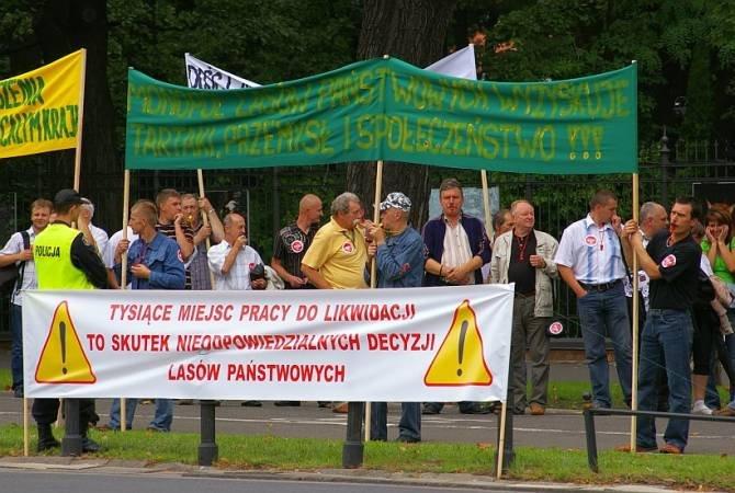 Hasła wciąż aktualne? Zdjęcie z protestu przemysłu drzewnego przeciw działaniom Lasów Państwowych w 2008r.