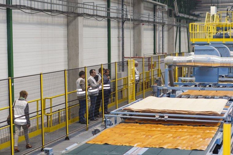 Najnowocześniejszą na świecie fabrykę LVL oraz kolejny ciąg produkcji płyt pilśniowych w Czarnej Wodzie zwiedzali 10 września klienci STEICO z całego świata.