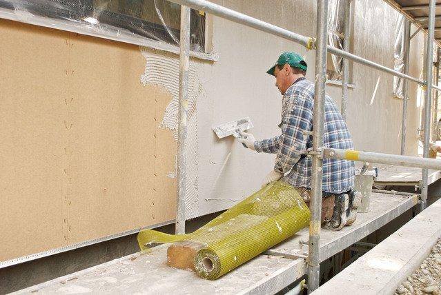 Bezpieczne elewacje przy użyciu płyty STEICOprotect pod tynk i innowacyjnego systemu tynków