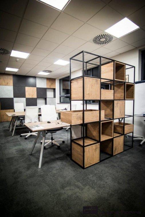 Wyposażenie wnętrz nowej siedziby Pfleiderer oparto na produktach z własnej oferty