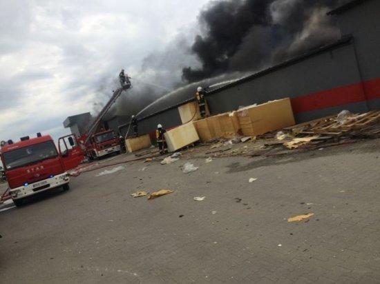 Pożar fabryki mebli tapicerowanych w Mroczeniu