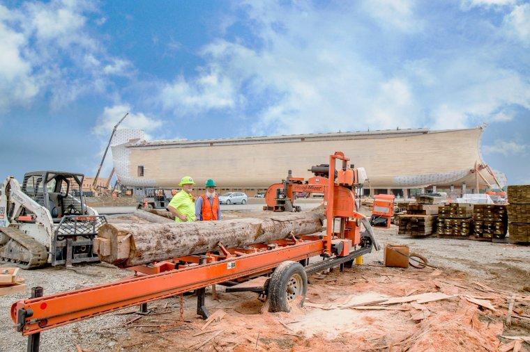 Trak Wood-Mizer LT40 na miejscu budowy Arki