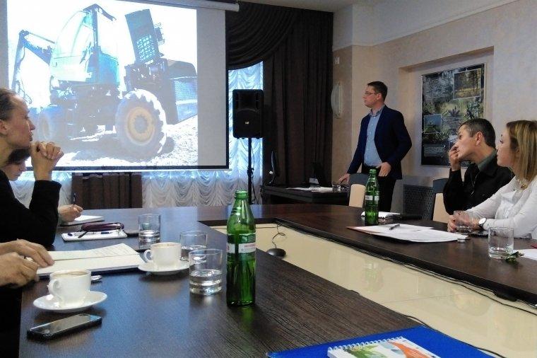 Jacek Rutkowski prezentuje system kształcenia pracowników leśnictwa w Polsce