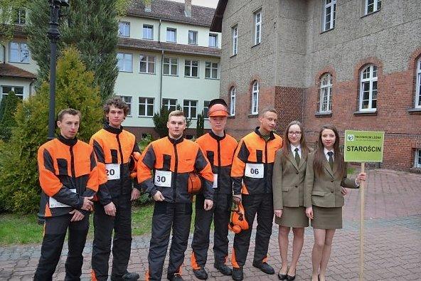 Zwycięzcy zawodów - reprezentacja Technikum Leśnego w Starościnie