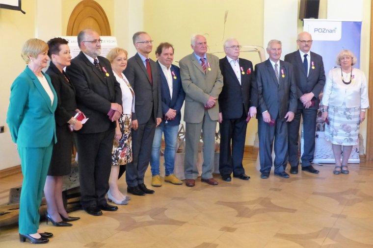 Uroczystość jubileuszu stała się okazją do uhonorowania pracowników Instytutu Technologii Drewna.