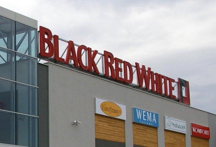 Black Red White Zostanie Sprzedane Chinskiemu Inwestorowi Drewno Pl