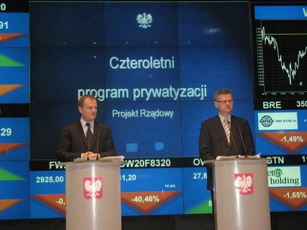 Prezes Rady Ministrów Donald Tusk oraz Minister Skarbu Państwa Aleksander Grad