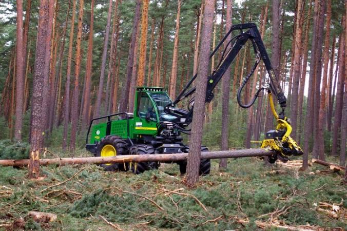 Harvester John Deer podczas pracy