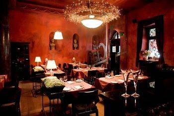 Wnętrze restauracji Da Andrea wyposażone przez FM Gawin