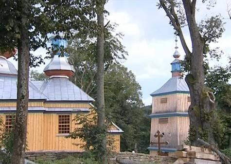 Odbudowana drewniana cerkiew w Komańczy