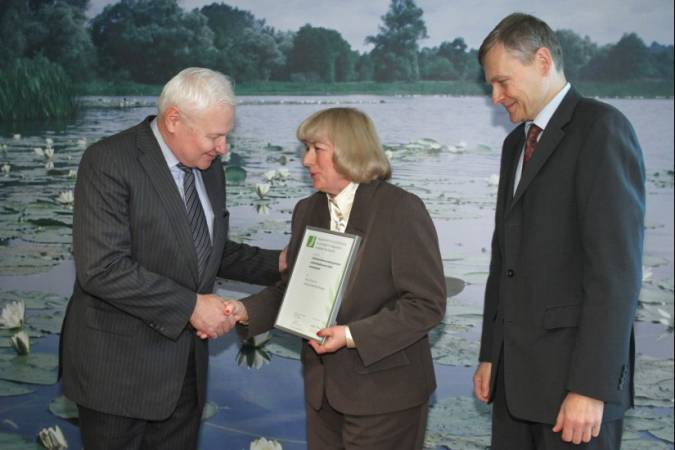 Od lewej: minister Andrzej Kraszewski, prof. nadzw. dr hab. inż. Jadwiga Zabielska-Matejuk, podsekretarz stanu Henryk Jacek Jezierski