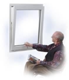 Montując stolarkę w domu osoby starszej warto zamontować pewne udogodnienia