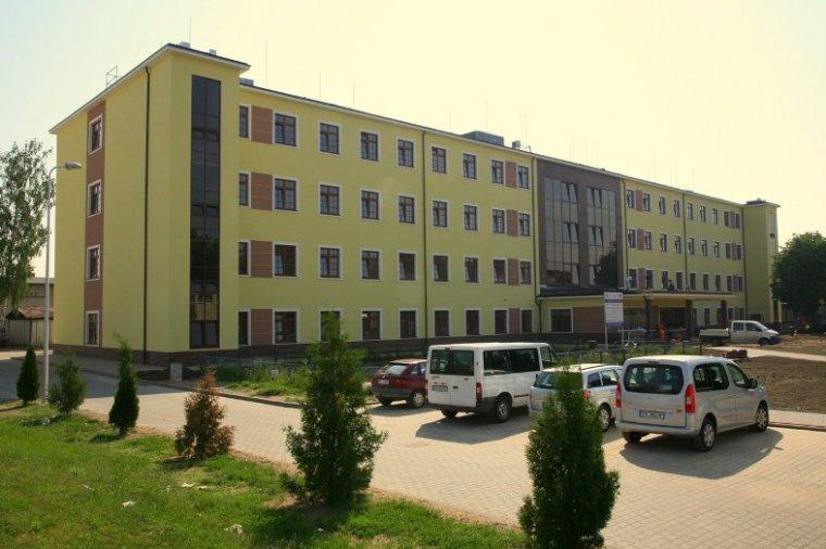 Nowoczesny budynek Centrum Analityczno-Badawczego w Wyższej Szkole Policji w Szczytnie