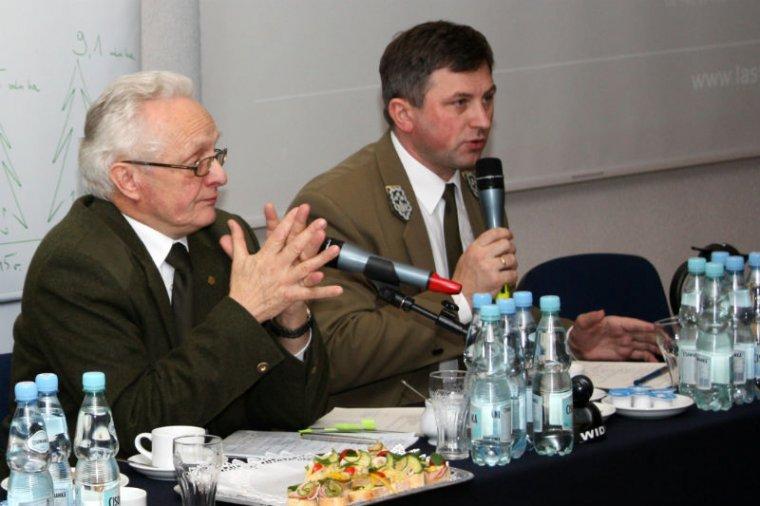 Na zdjęciu od lewej: Ryszard Kapuściński, prezes Ligi Ochrony Przyrody, i Marian Pigan, dyrektor generalny LP