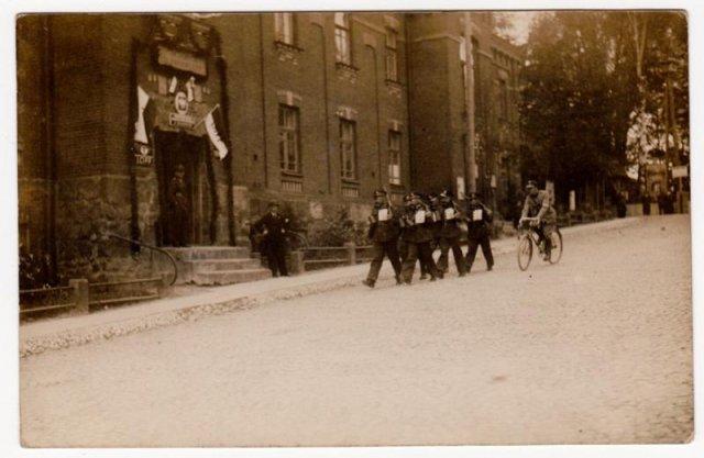 Państwową Szkołę dla Leśniczych w Białowieży otworzono w 1929r.