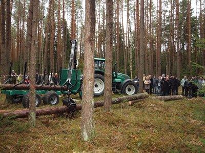 Pokazy prac maszyn w lesie