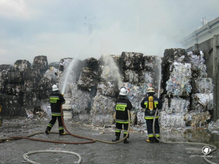 Pożar w fabryce papieru w Krapkowicach