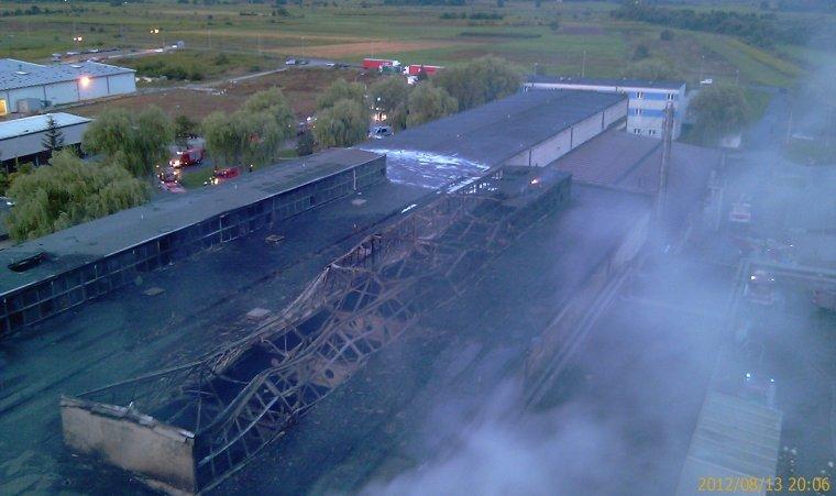 Zniszczona przez ogień hala produkcyjna fabryki Nowy Styl w Jaśle