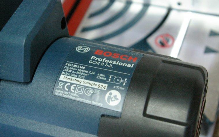 Egzemplarz pokazowy pilarki ukosowej Bosch GCM 8 SJL Professional użytej do testów